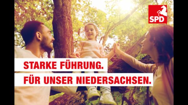 """Bild: Familie und der Text: """"Starke Führung. Für unser Niedersachsen."""""""